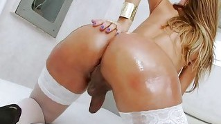 Latin Ts Thalya Oils Her Body And Jerks Her Cock