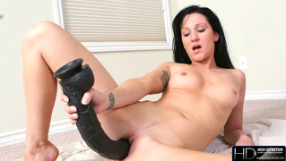 Hd Video Showing Gorgeous Brunette Inserting Big Toy