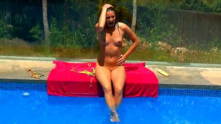 Stunning Chick Leo Plays With Her Gash By The Pool