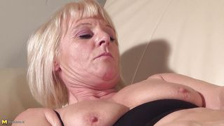 Blond Couch Dildo Reif